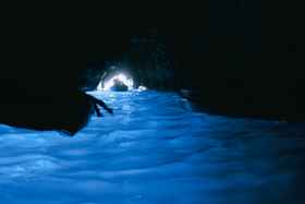 Грот Капри с необычным цветом воды