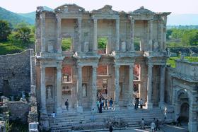 Фасад библиотеки Цельса в Эфесе