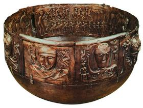 Кельтская церемониальная чаша из позолоченного серебра - знаменитый котел из Гундеструпа. I век до н. э.