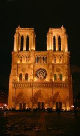 Если спросить парижанина, где центр его города, он затруднится с ответом. Но на вопрос, а где сердце Парижа, он сразу скажет: Нотр-Дам!