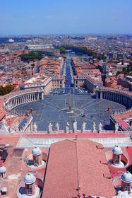 Площадь Святого Петра в Риме пректировал знаменитый Джанлоренцо Бернини