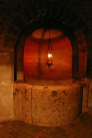 Кельтский колодец в криптах Шартрского собора
