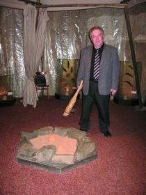 В отдельных участках экспозиции На пороге древнего мироздания можно потрогать руками копии древних орудий труда